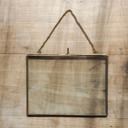 Cadre finition laiton 20x15 cm horizontal, avec chainette